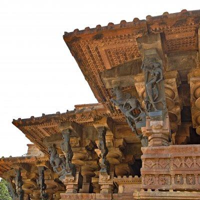Geschnitzte figuren am indischen Ramappa Tempel